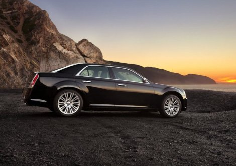 Chrysler 300. Photo by netcarshow.com