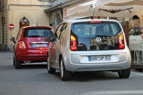 VW Up! and Fiat 500. Photo by autobild.de