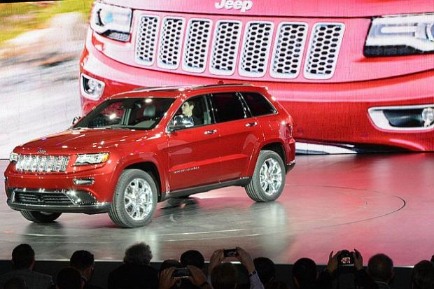 The first restyling for the Grand Cherokee. It continues to be one the most beautiful SUV