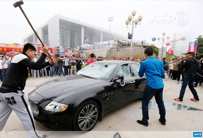 The millionaire Chinese decided to destroy his car as a response to bad service from Maserati. China is Maserati's second most important market and last year it sold around 945 units. China was also the chosen market to unveil the new Ghibli.