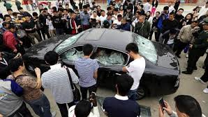 Chinese destroys its Maserati Quattroporte