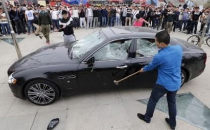 Chinese destroys its Maserati