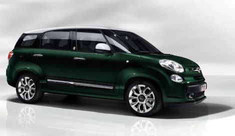Fiat 500L Living side view