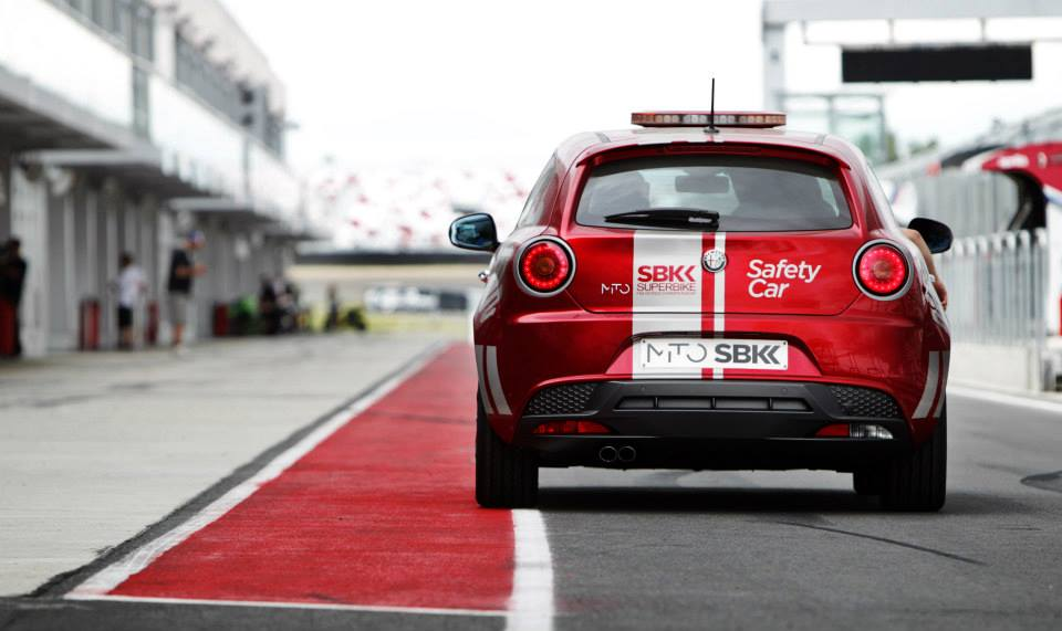 Normally, the brand uses the MiTo as the Safety car of Superbike races. Alfa Romeo will start selling this model with a special limited edition called SBK with 135 hp. Sales of this kind of cars are very low in Russia.