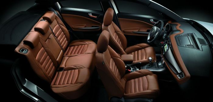 New seats and colours give the Giulietta a better look. Here it looks like a car of D-segment.