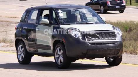 Quattroruote Italian magazine published some pictures of the Fiat 500X in USA. Fiat uses the body of the 500L and the headlights of the MiTo to prove this new model. Photo by Quattroruote.