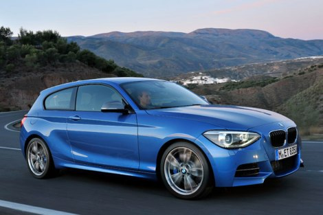 Certainly BMW didn't use the same designers of the 3, 5 and 6-Series when it decided to launch the 1-Series. Where are the fluid lines in this car? look at the enormous front headlights and the ugly and boring stoplights.