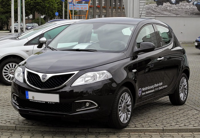 Spy shots of the what is supposed to be the updated version of the Lancia Ypsilon.