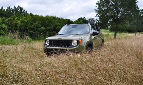 2016-Jeep-Renegade-Trailhawk-SUV-Background-Wallpaper-HD
